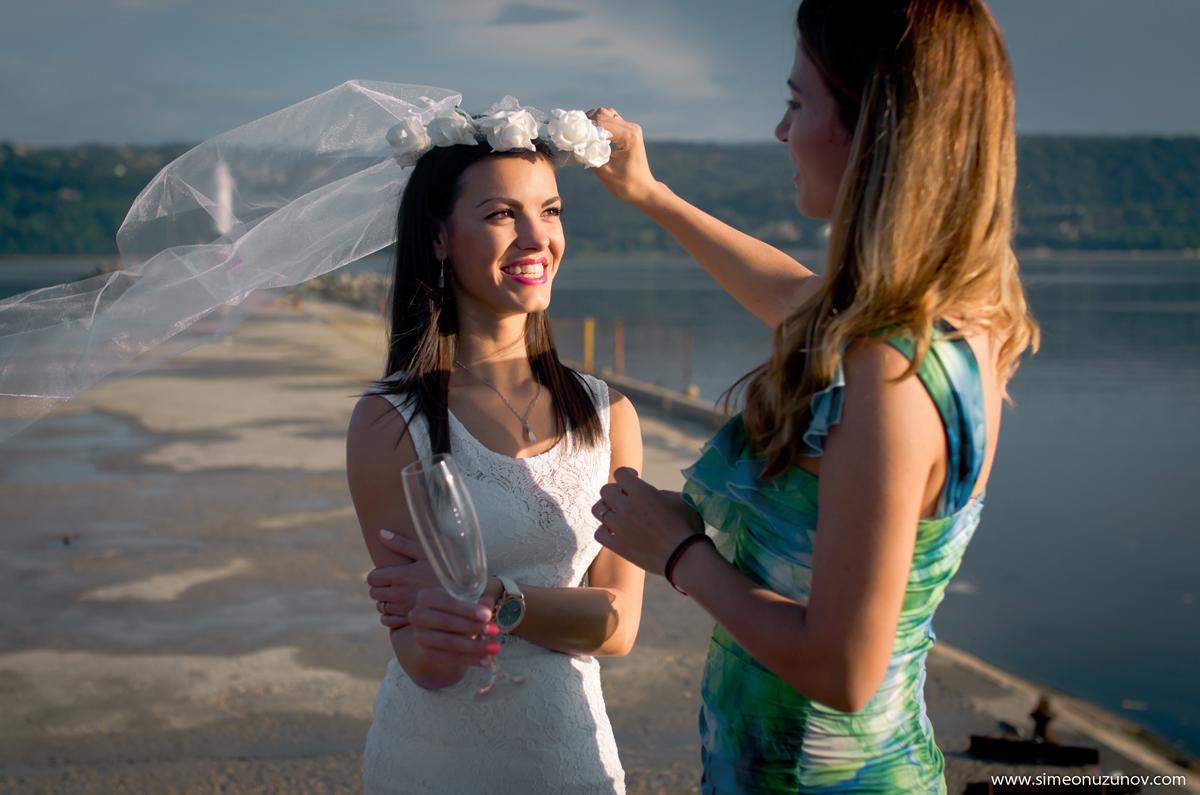 сватбена фотография на морето