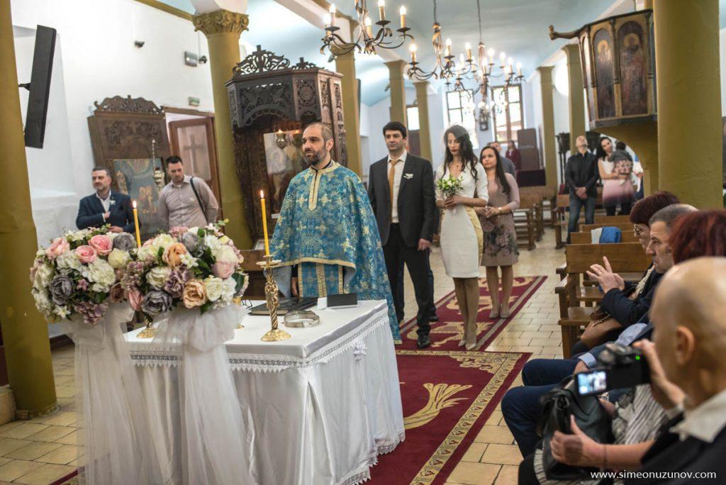 фотограф за църковен брак варна