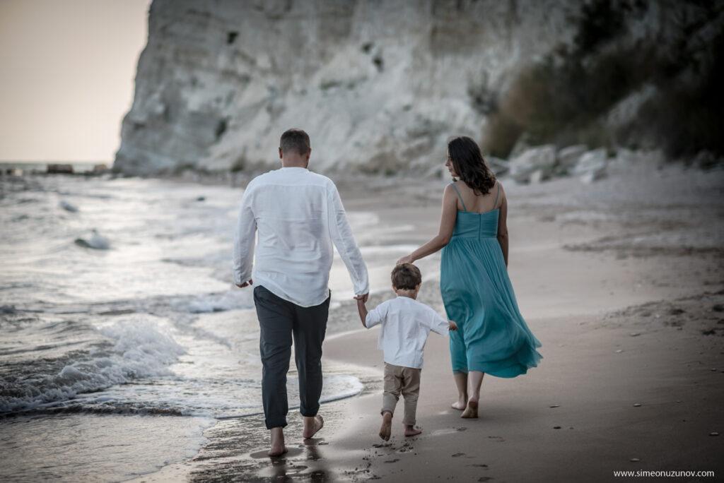 семейни фотосесии в трейшън клифс плаж аргата